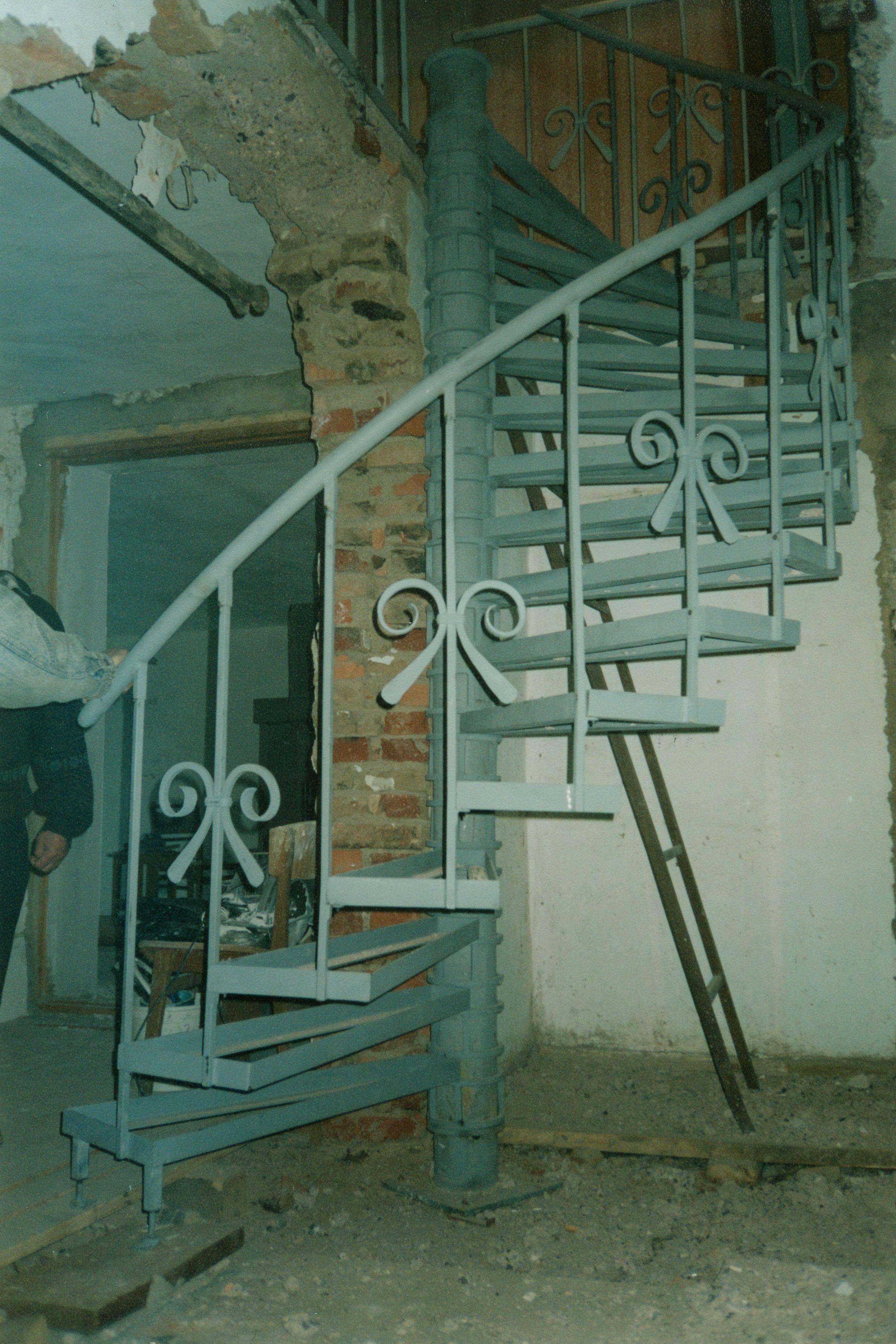 стальная винтовая лестница, Владивосток