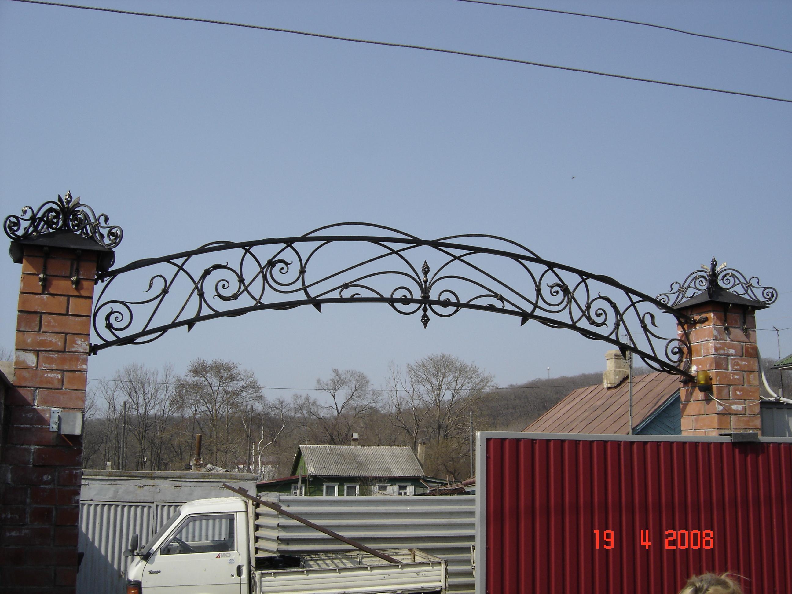кованая арка над воротами, художественная ковка,  Владивосток