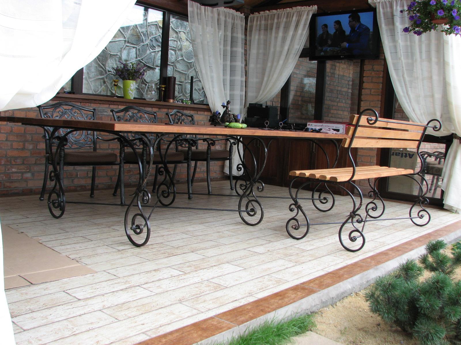 кованый стол и кованая скамья, художественная ковка, Владивосток