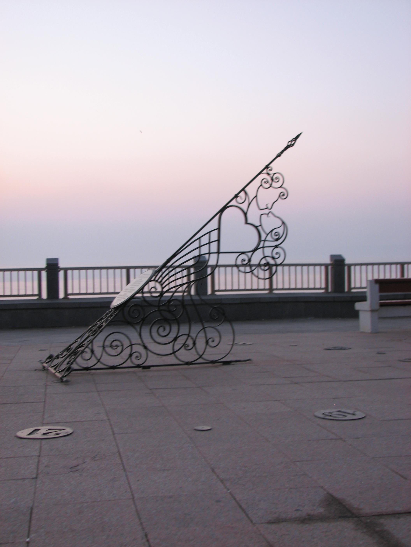 кованые солнечные часы, художественная ковка, Спортивная набережная, Владивосток