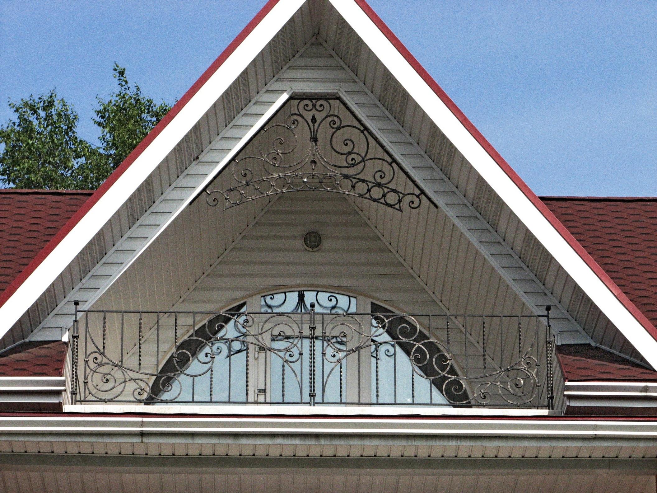 кованое ограждение балкона, кованый кокошник, ковка Владивосток