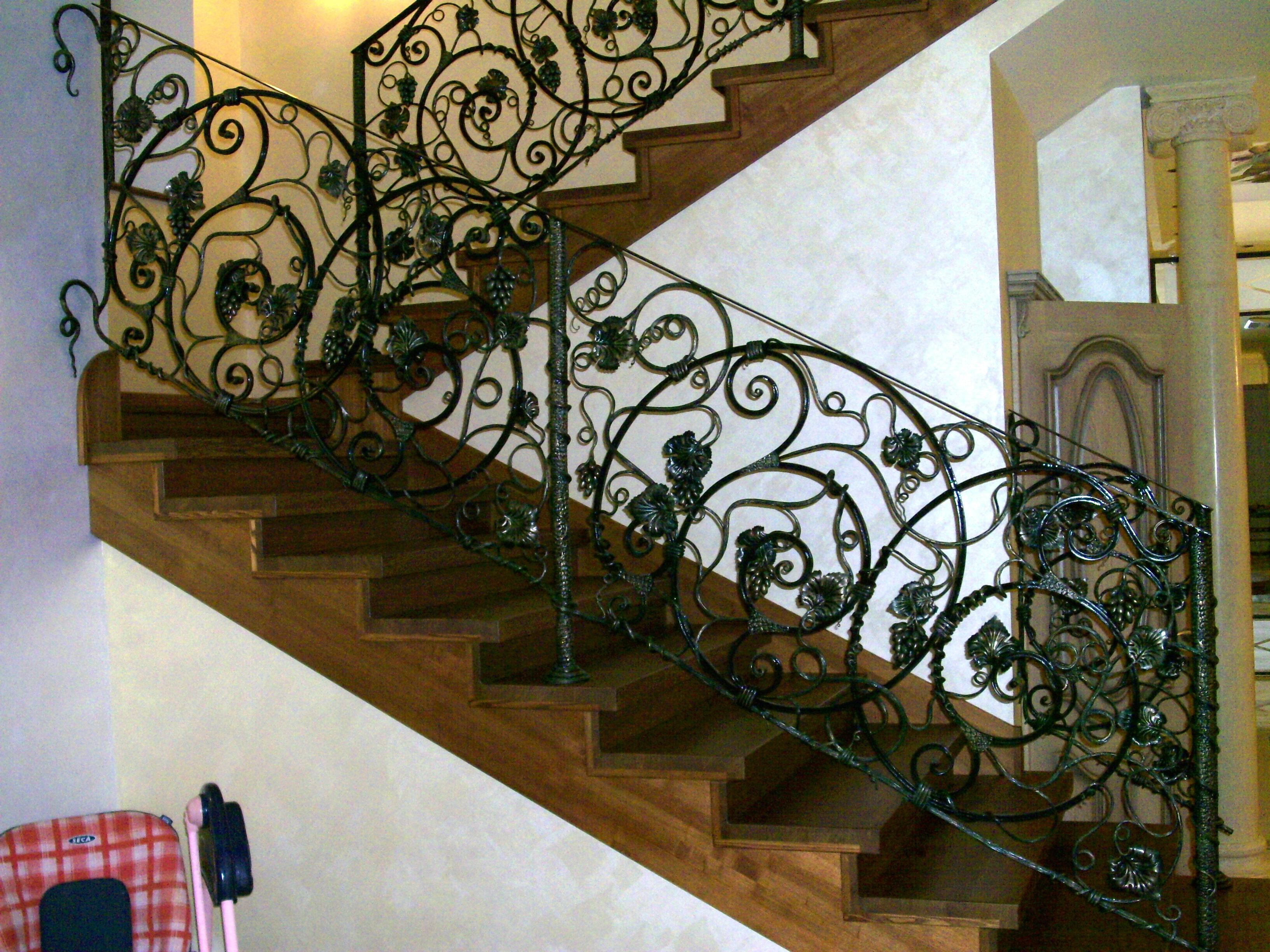 кованое ограждение лестницы,  художественная ковка,Владивосток