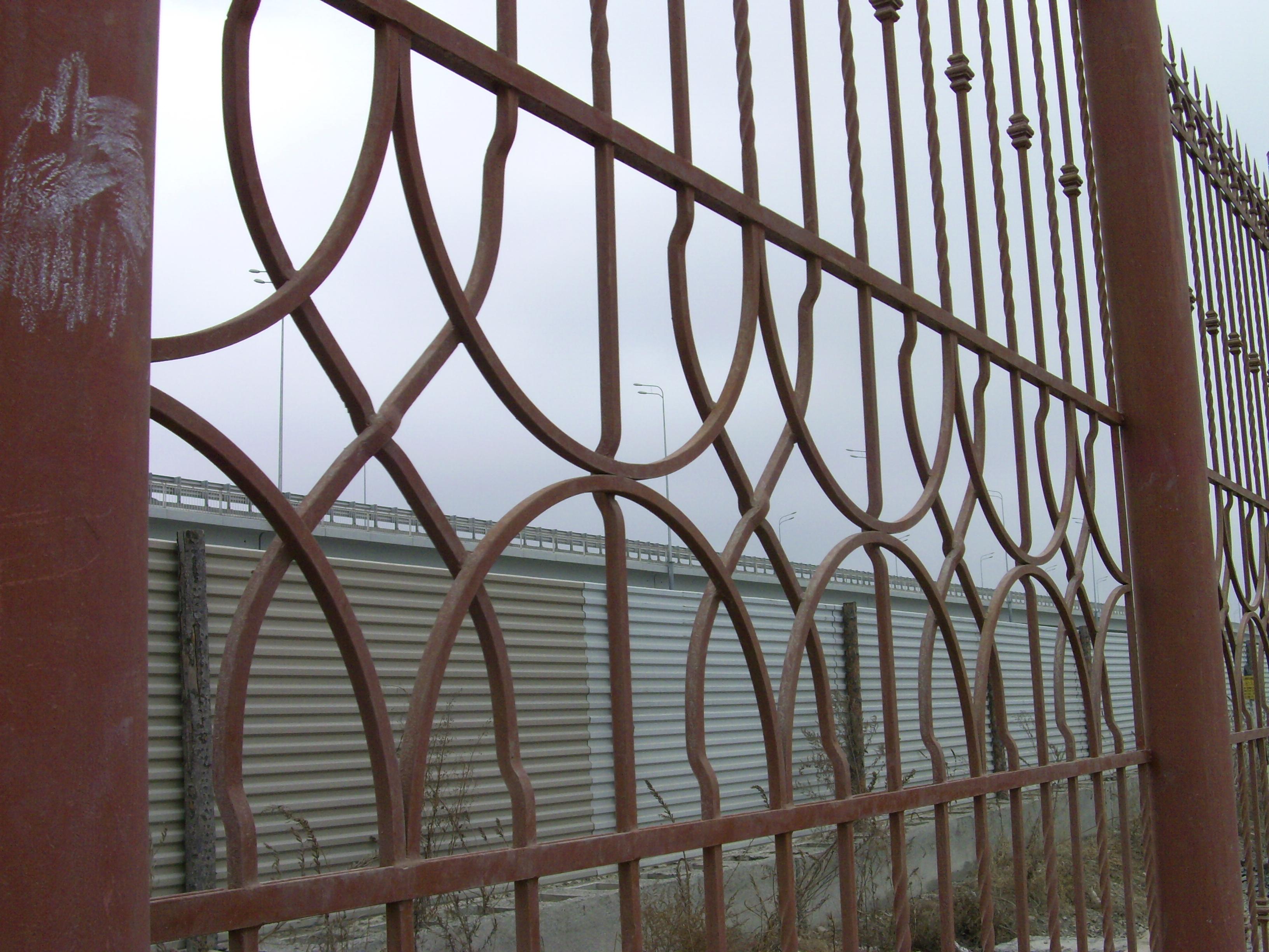 кованый забор Владивосток. художественная ковка в Приморье, ковка на заказ. ковка Владивосток. устройство заборов. металлический забор. заборы, ворота кованые. красивый забор. ручная ковка. свободная ковка.